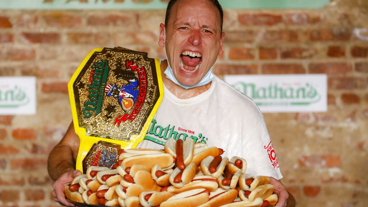 Joey Chestnut sets new record scarfing 75 hot dogs at Nathan's hot dog eating contest
