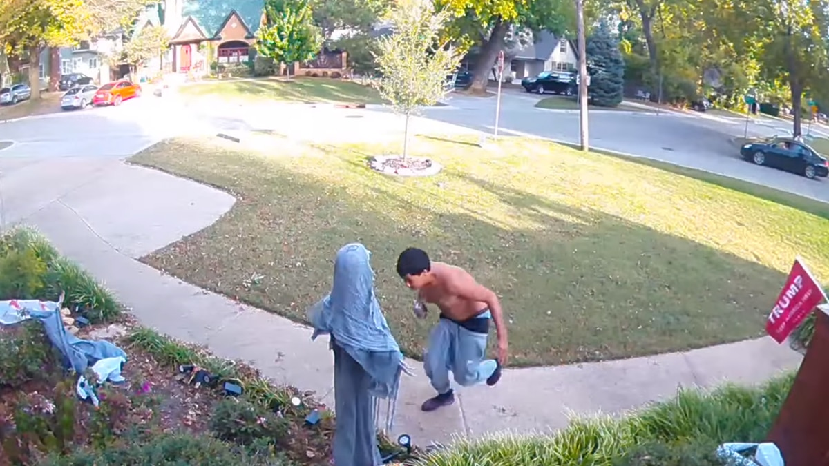 'Halloween destroyer:' Tulsa police looking for man seen tackling outdoor decorations