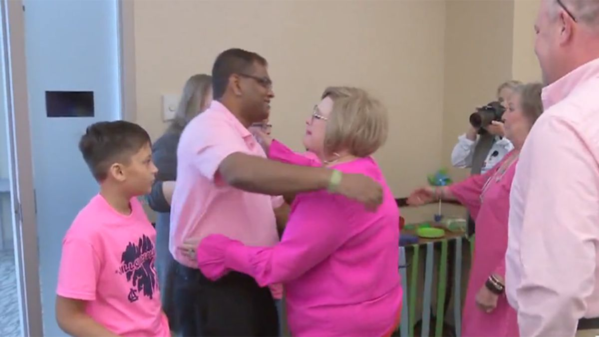 Emotional reunion: Heart transplant recipient meets teen organ donor's family for first time