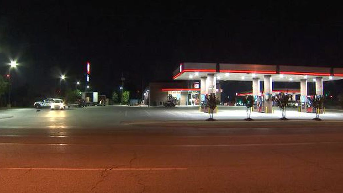 Police searching for man who robbed Tulsa QuikTrip