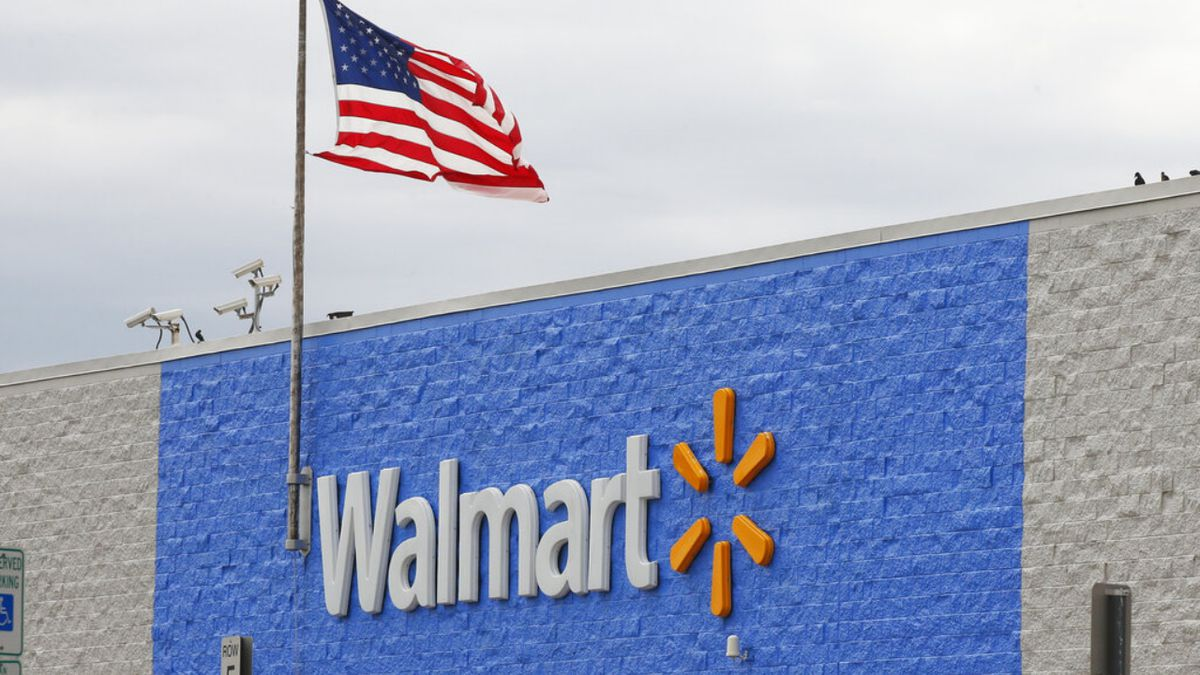 Walmart will extend closing time to 11 p.m. at most stores