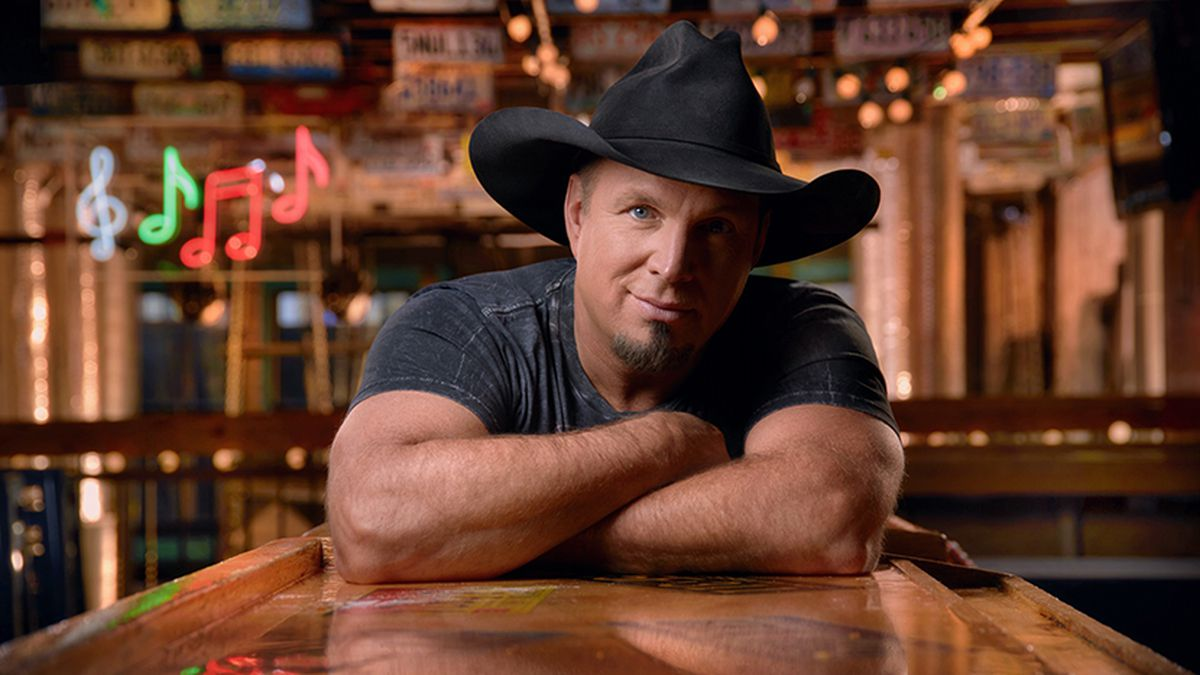 Garth Brooks to live stream acoustic concert on Facebook