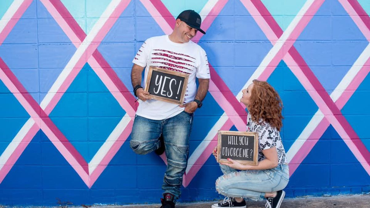 Couple celebrates 'I don't' with photo shoot after divorce