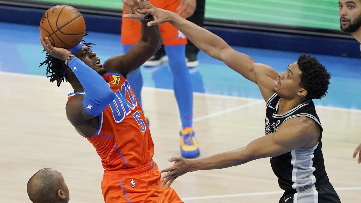 Spurs finish strong road trip with 112-102 win over Thunder