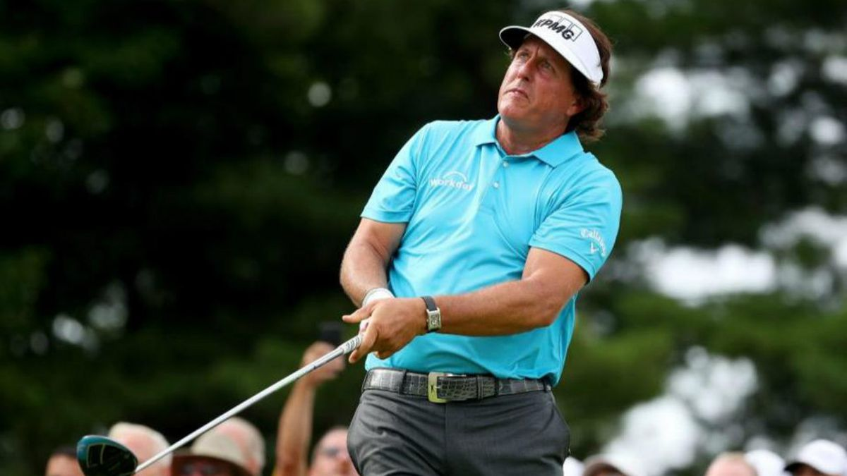 Lefty's right moves: Phil Mickelson dances in shirt commercial
